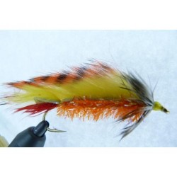 MUSQUARO DANCING FLY STREAMER.